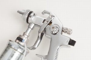 Fingertip controls regulate the flow of grease and air for smooth and even application.