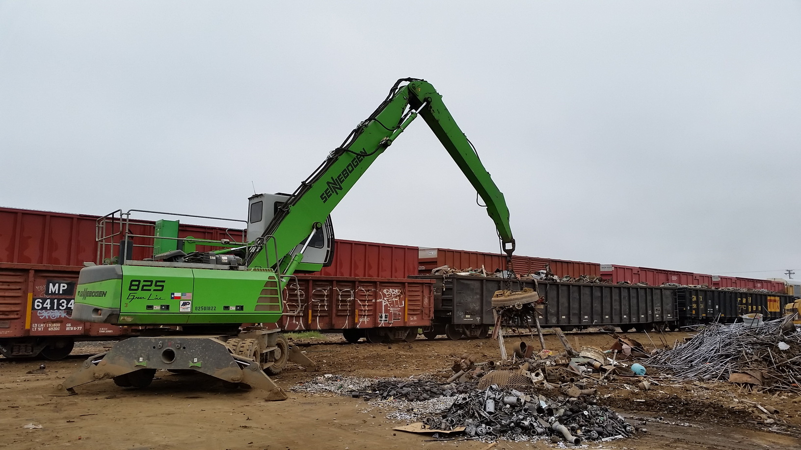 825 loading railcars in Texas.