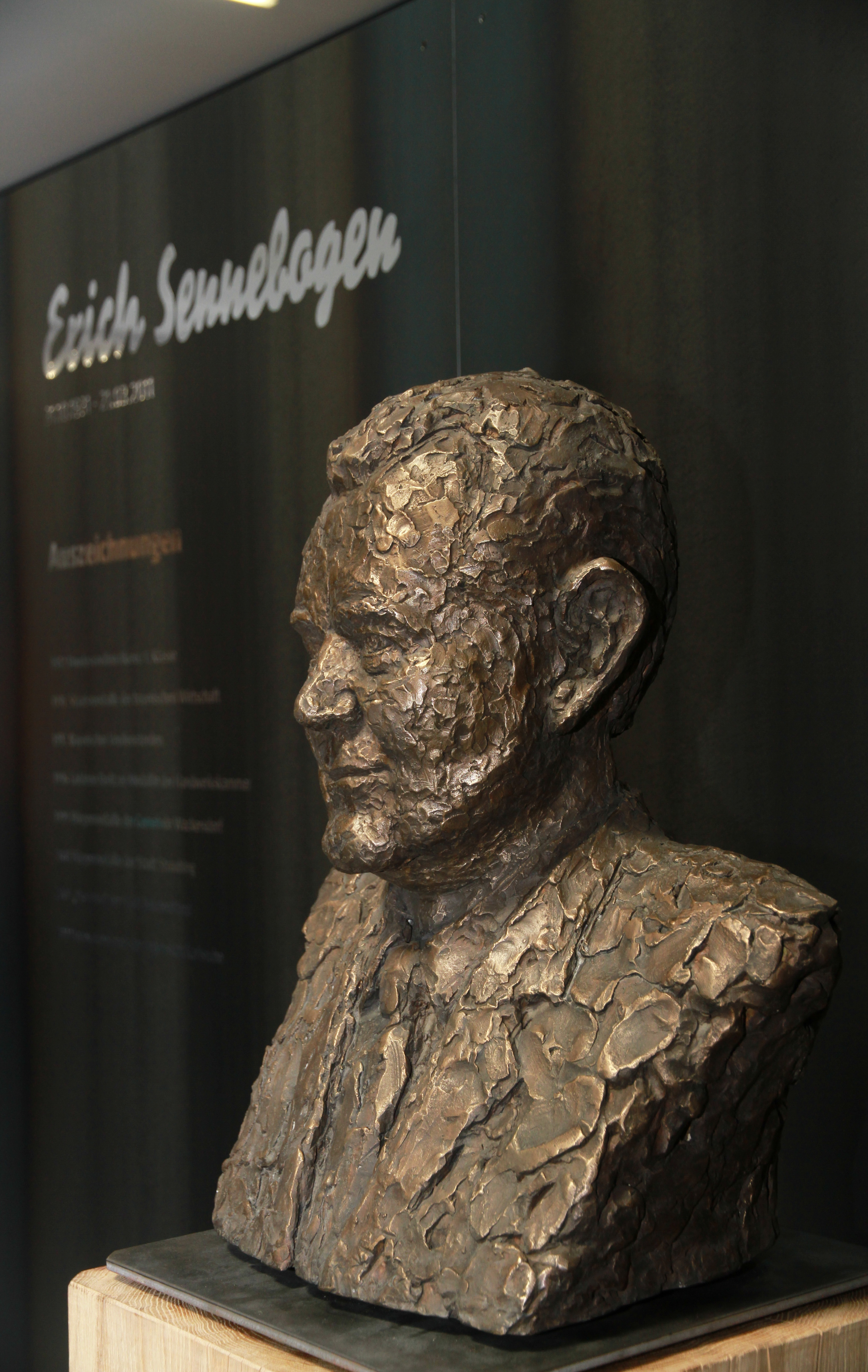 A bust of Erich Sennebogen, the Company's founder, welcomes people arriving at the Museum.