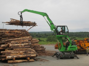 The compact size and 360 degree lifting capability of the SENNEBOGEN 821 M log-handler are well-suited to the busy yard conditions at Scotia Atlantic Biomass.