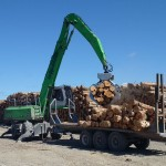 The SENNEBOGEN 830 M-T quickly fills a 36 ft. trailer with 40 tons of hardwood then pulls the load to the mill, powered by a purpose-built undercarriage driven with transmissions on each axle.