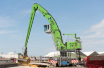 The Port Handling Specialists: SENNEBOGEN Offers More Choices For The 870 E And 875 E Hybrid Models